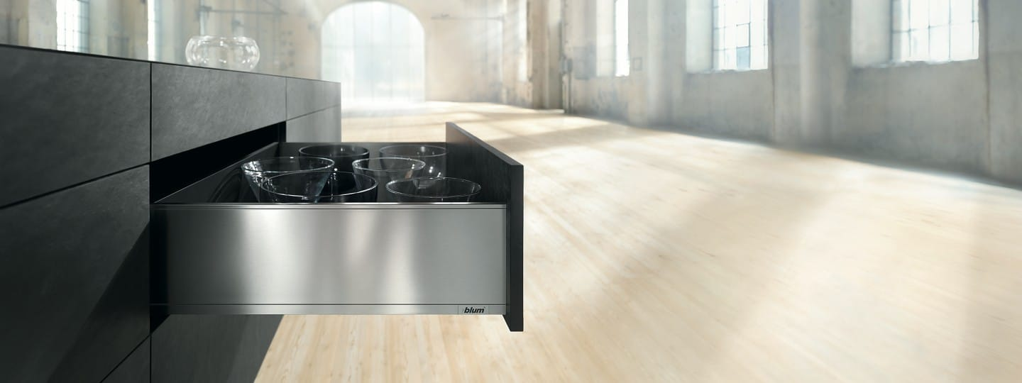 LEGRABOX: drawer for practical and modern kitchen furniture from Blum