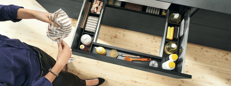 praktische schrankl sungen blum. Black Bedroom Furniture Sets. Home Design Ideas