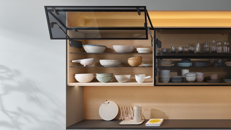 Tay nâng Blum HF 25 thiết kế mặt tủ trước đa dạng