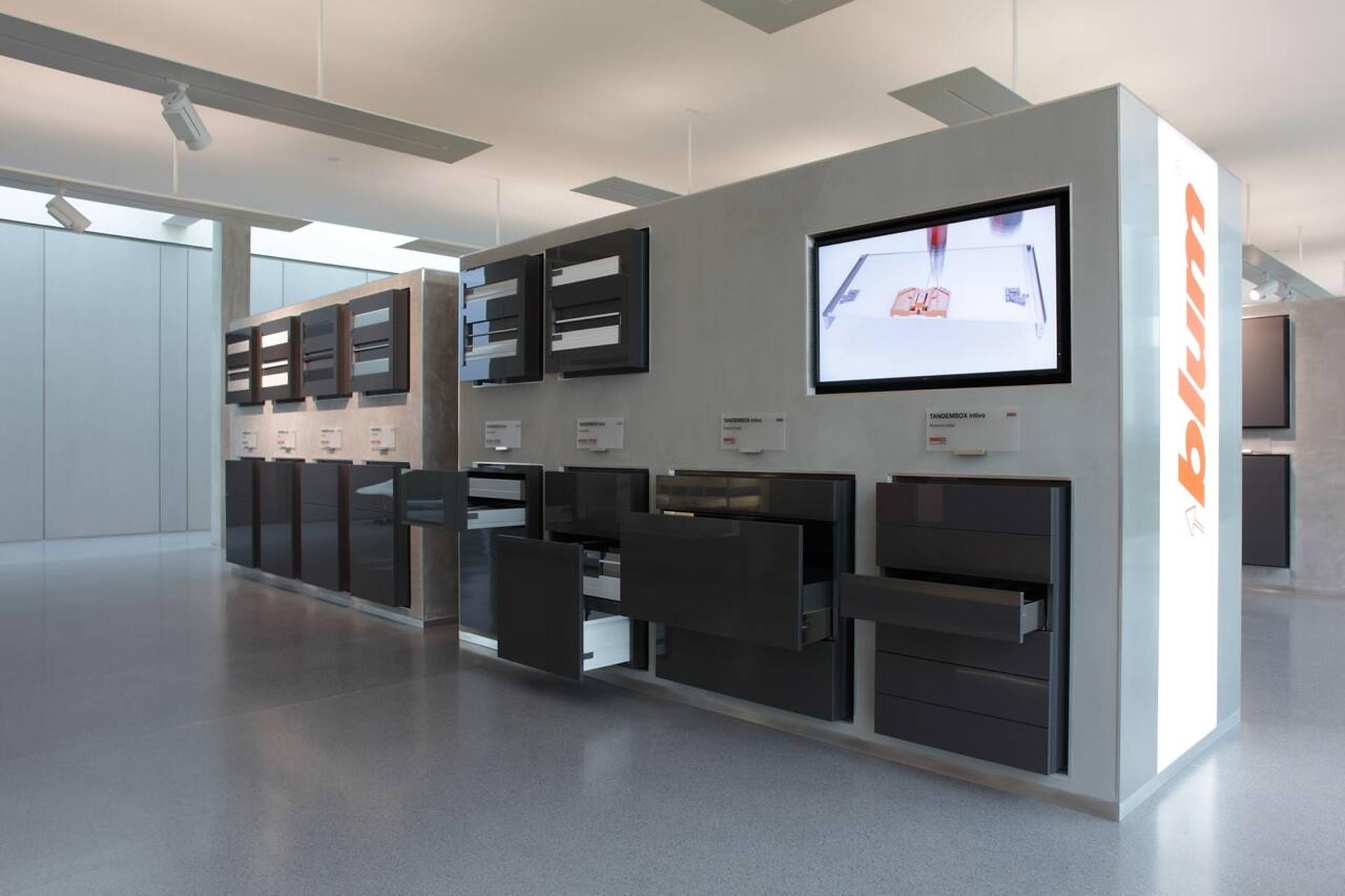 Keuken Scharnieren Blum : Blum showroom in sint niklaas blum