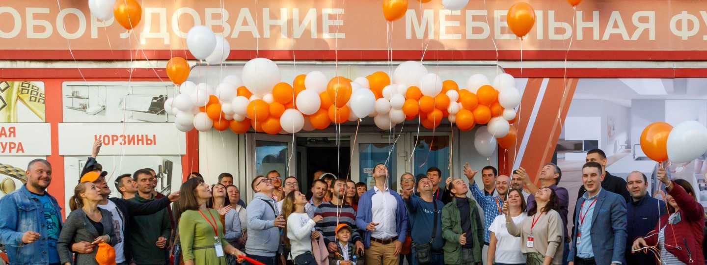Showroom_Voronezh_Luftballons in Luft